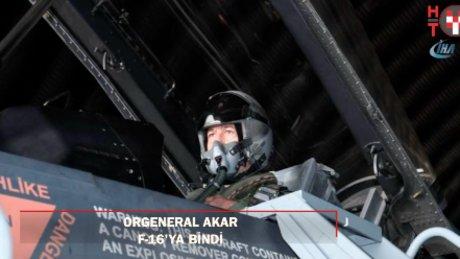 Genelkurmay Başkanı Akar, F-16D av/bombardıman uçağı ile uçuş gerçekleştirdi