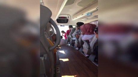 Yeşim Salkım'dan şehirlerarası otobüste konser
