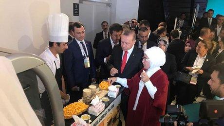 Cumhurbaşkanı Erdoğan bulgurdan yapılan bisküviyi çok beğendi