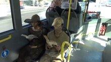 Heykel adamlar metrobüste böyle kitap okudu