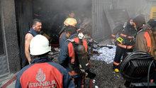 İstanbul Sultangazi'de kumaş deposunda yangın