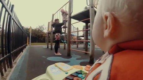 Yürüteçle kaçan bebeğin kamera görüntüsü