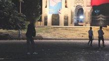 İstanbul Üniversitesi önünde ibretlik 'bonzai' manzarası