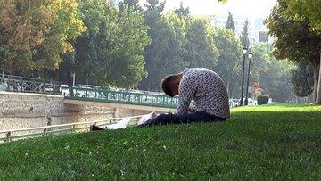 Parkta bonzai etkisindeki gencin ibretlik görüntüsü ürküttü