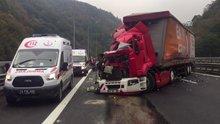 Anadolu Otoyolu'nda kamyonla tır çarpıştı: 3 yaralı