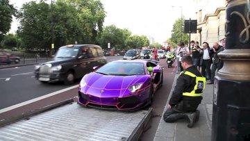 Lamborghini'yi çekmek isteyen polisin zor anları