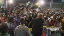 ABD Başkanı Trump, Porto Riko'da kağıt havlu dağıtımını böyle yaptı