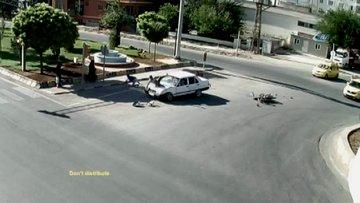 Kilis'te ışık ihlali yapan motosiklet otomobile çarptı: 3 yaralı