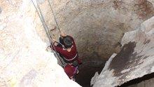 Adıyaman'da oyuncağını almak için 10 metrelik kuyuya düşen çocuğu itfaiye ekipleri kurtardı