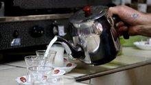 Bu ilçede kahvelerde sıcak süt tüketiliyor
