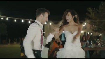 Azra Akın ile Atakan Koru düğünde böyle dans etti