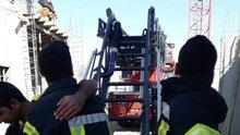 35 metre yükseklikte kalp krizi geçiren operatörü itfaiye kurtardı