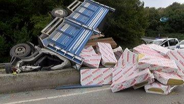 """Sarıyer """"Ölüm Virajı""""nda kamyonet devrildi: 1 yaralı"""