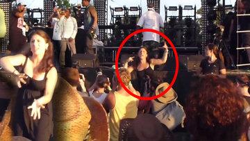 Konserlerde coşan işaret dili tercümanı