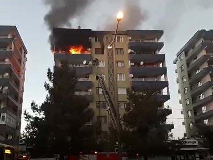 Diyarbakır'da bir apartmanın 7 katında yangın çıktı
