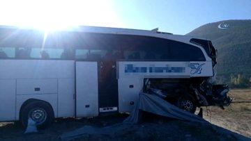 Afyonkarahisar'da tur otobüsü ile TIR çarpıştı