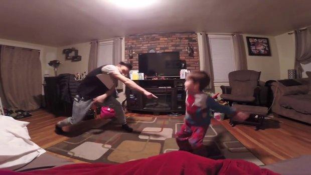 Baba ve oğlunun sabah dansı!