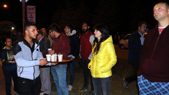 Çay içerek yangını izlediler