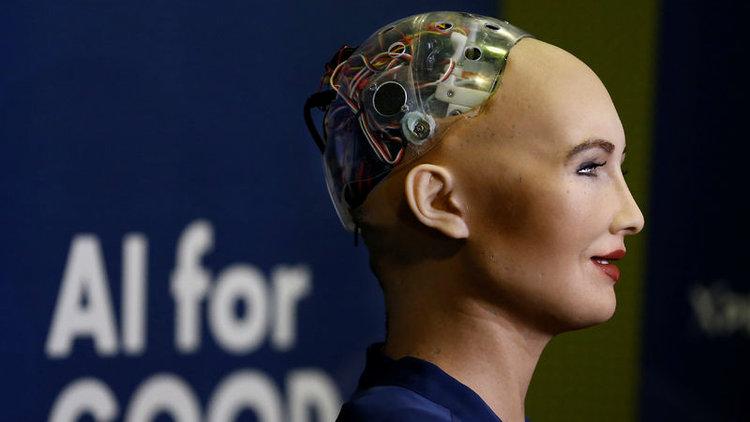 S. Arabistan Sophia isimli robota vatandaşlık verdi