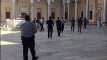 Camide şüpheli şahıs alarmı polisi alarma geçirdi