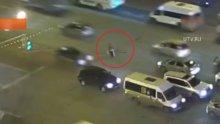 Trafikteki yaşlı adamın imdadına polis yetişti