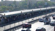 Metrobüs arıza yaptı, vatandaşlar yola indi
