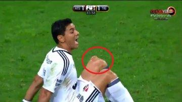 Maç sırasında diz kapağı çıktı!