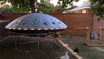 UFO'lara meraklı çiftçinin tavuk kümesi