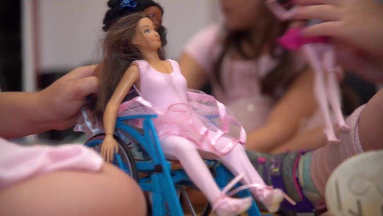 Tekerlekli sandalye oyuncağı