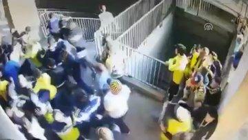 Derbide 1 kişinin tribünde bıçaklandığı kavga kamerada