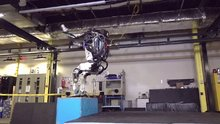 Boston Dynamics'in Atlas robotu ters takla atabiliyor!
