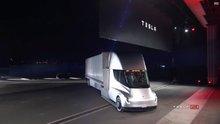 Elon Musk elektrikli kamyon 'Tesla Semi'yi tanıttı
