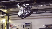 Boston Dynamics'ten takla atan robot
