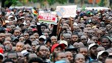 Zimbabve krizi: Binlerce kişi sokaklara çıktı