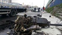 Esenler'de kaza yapan lüks aracın motoru metrelerce uzağa fırladı