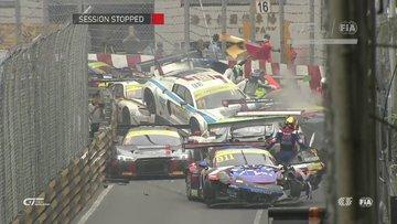 FIA GT World Cup Macau yarışındaki zincirleme kaza!