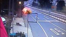 Kaza yapan taksi alev topuna döndü!