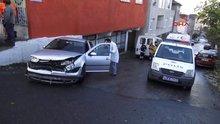 Ataşehir'de kaza yapan servis minibüsü kaldırımdaki çifti ezdi