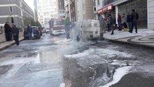 Esenyurt'ta okulun yakınında araç alev alev yandı