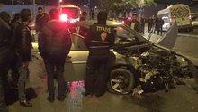 Minibüsle çarpışan otomobilin sürücüsü ile arkadaşı kaçtı