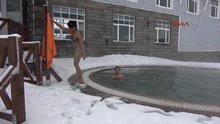 Bursa Uludağ'da eksi 10 derecede havuz keyfi