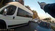 Kavga edecekken trafik polisi olan motorcu!