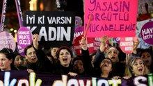 25 Kasım: Kadınlar şiddeti protesto için sokağa çıktı
