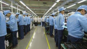 Çin'de bir akllı telefon fabrikasının içinde