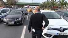 Vatan Caddesi'nde polis iki şüpheliyi arıyor,taksiler tek tek inceleniyor