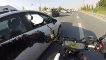 Trafikte tartıştığı sürücünün aracına tekme atan motosiklet sürücüsü kamerada