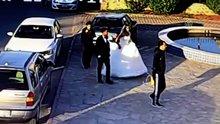 Gelin arabasından düğün takıları çalındı