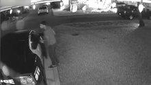 Polis aracından tüfek ve kurşun geçirmez yelek çaldı!