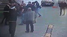 Motosiklet sürücüsü, otomobil sürücüsüne bıçakla saldırdı