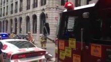 Yangına ulaşmasına engel olan araçları itfaiye aracıyla itti